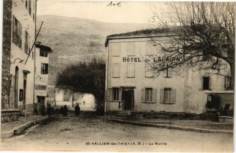 Carte postale ancienne Saint-Vallier-de-Thiey-La Mairie à Saint-Vallier-de-Thiey