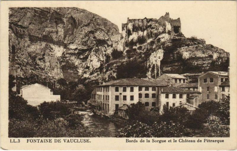 Carte postale ancienne Fontaine-de-Vaucluse Bords de la Sorgue - Chateau de Petrarque à Fontaine-de-Vaucluse