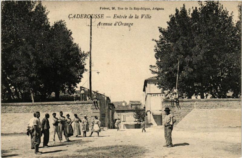 Carte postale ancienne Caderousse - Entrée de la Ville à Caderousse