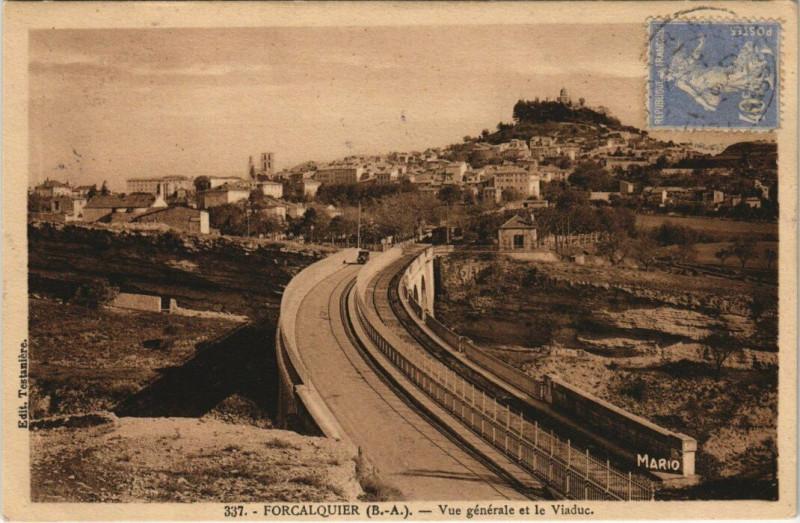 Carte postale ancienne Forcalquier - Vue générale et le Viaduc à Forcalquier