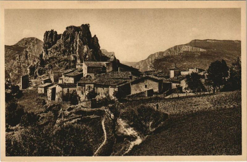 Carte postale ancienne Les Gorges du Verdon - Rougon et son Rocher à Rougon