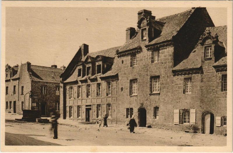Carte postale ancienne Locronan - Belles maisons bourgeoises à Locronan