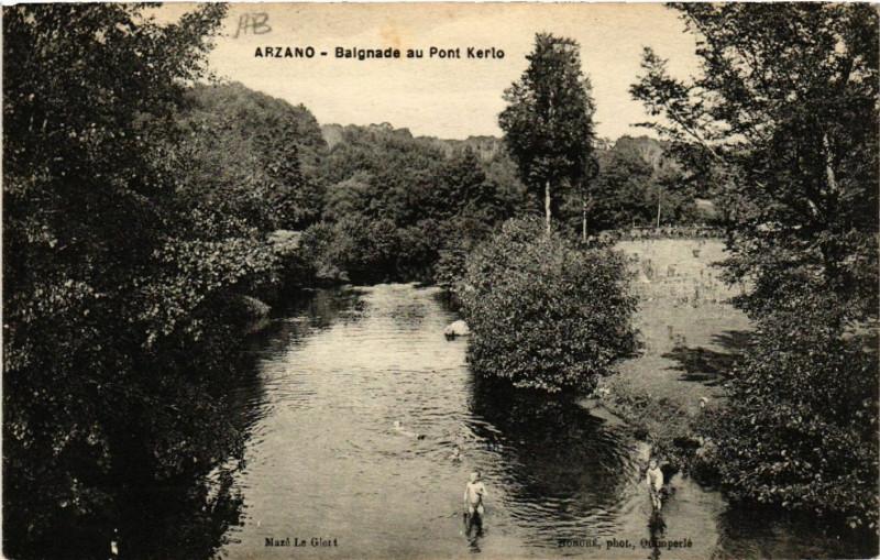 Carte postale ancienne Arzano - Baignade au Pont Kerlo à Arzano