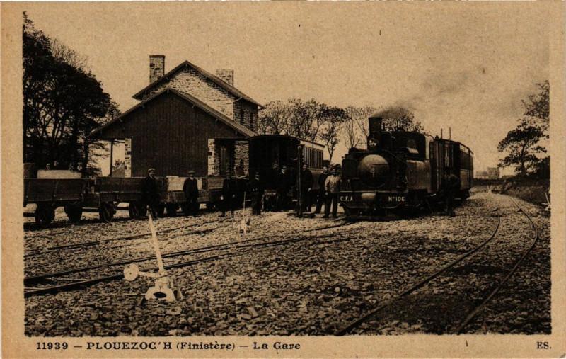 Carte postale ancienne Plouezoc'h - La Gare à Plouezoc'h