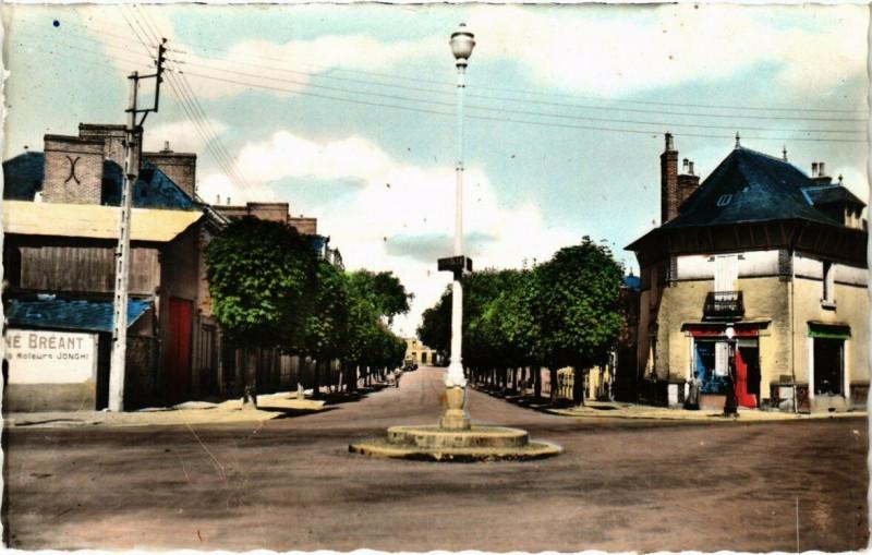 Carte postale ancienne La Guerche-de-Bretagne - Avenue Général Leclerc à La Guerche-de-Bretagne