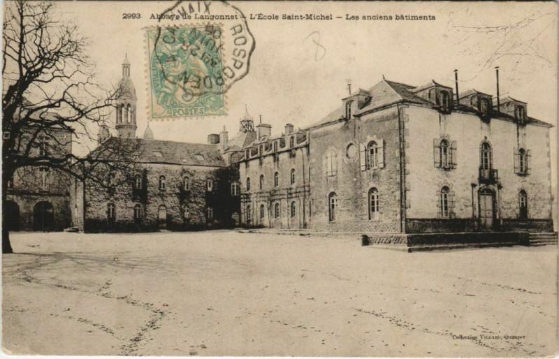 Carte postale ancienne Abbaye de Langonnet-L'Ecole Saint-Michel-Les anciens batiments à Langonnet