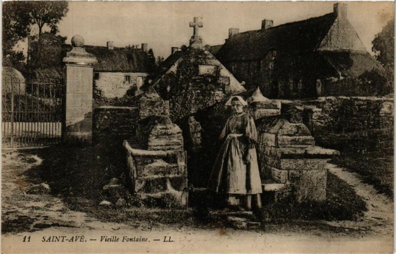 Carte postale ancienne Saint-Ave - Vieille Fontaine à Saint-Avé