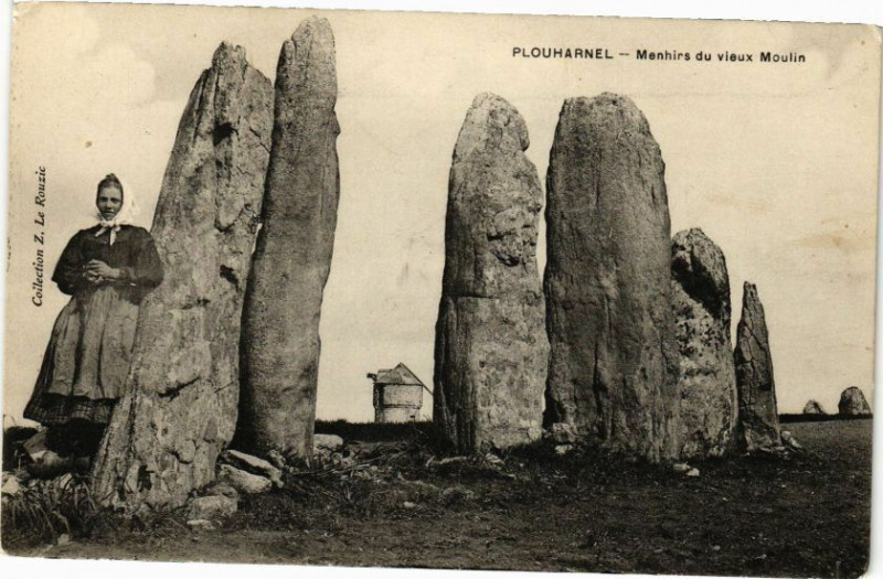 Carte postale ancienne Plouharnel - Manhirs du Vieux Moulin à Plouharnel
