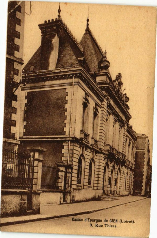 Carte postale ancienne Caisse d'Epargne de Gien à Gien
