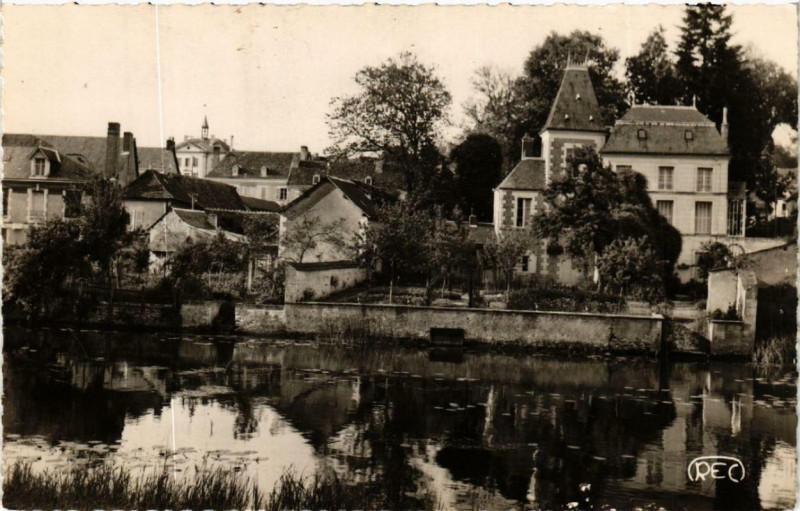 Carte postale ancienne Preuilly-sur-Claise La Claise et l'Hotel de Ville à Preuilly-sur-Claise