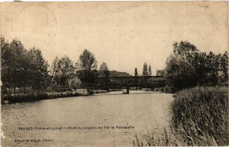 Carte postale ancienne Esvres Pont du Chemin de Fer et Passerelle à Esvres