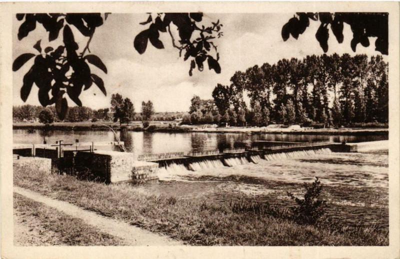 Carte postale ancienne Blere L'Ecluse et le Deversoir à Bléré