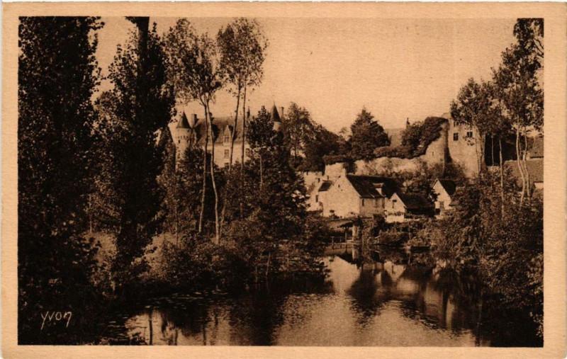 Carte postale ancienne Montresor Un Coin pittoresque du Village à Montrésor