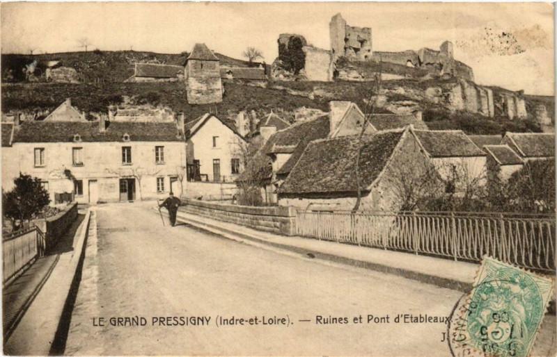 Carte postale ancienne Le Grand Pressigny Ruines et Pont d'Etableaux au Grand-Pressigny