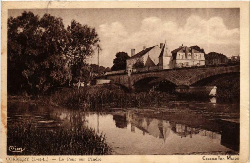 Carte postale ancienne Cormery Le Pont sur l'Indre à Cormery