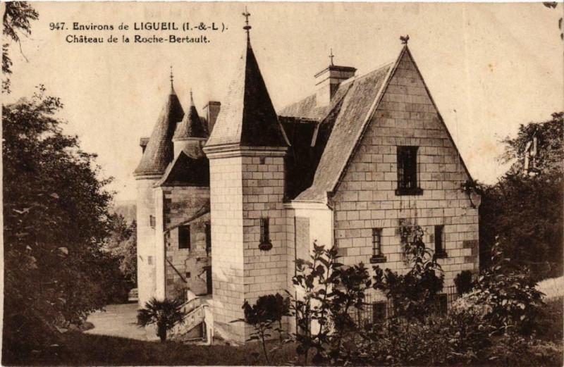 Carte postale ancienne Env. de Ligueil Chateau de la Roche-Bertault à Ligueil