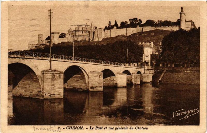 Carte postale ancienne Chinon Le Pont et Vue générale du Chateau à Chinon