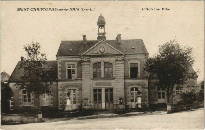 Carte postale ancienne Saint-Christophe-sur-le-Nais Hotel de Ville à Saint-Christophe-sur-le-Nais