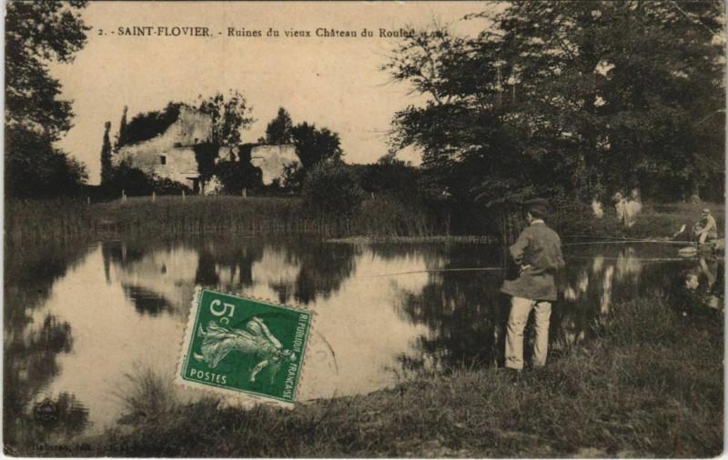Carte postale ancienne Saint-Flovier - Ruines du vieux Chateau du roulet à Saint-Flovier
