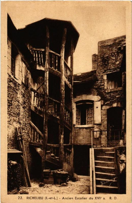 Carte postale ancienne Richelieu - Ancien Escalier du Xvi à Richelieu