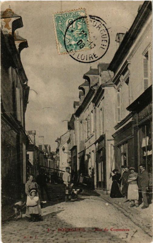 Carte postale ancienne Bourgueil -Rue du Commerce à Bourgueil