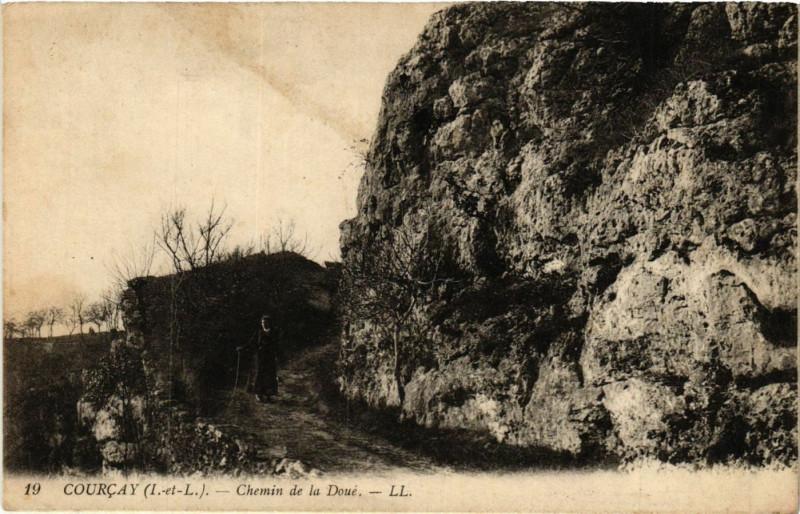 Carte postale ancienne Courcay - Chemin de la Doué à Courçay