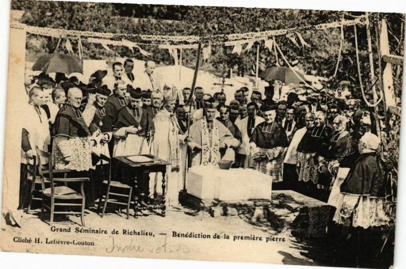 Carte postale ancienne Grand Séminaire de Richelieu - Bénédiction de la premiere pierre à Richelieu