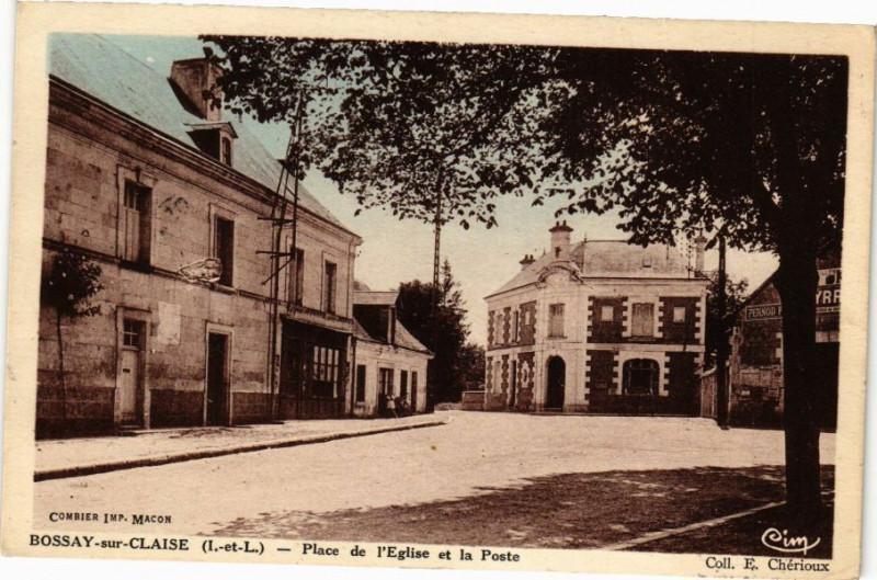 Carte postale ancienne Bossay-sur-Claise - Place de l'Eglise et la Poste à Bossay-sur-Claise