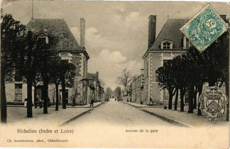 Carte postale ancienne Richelieu (Indre et Loire) - Avenue de la gare à Richelieu