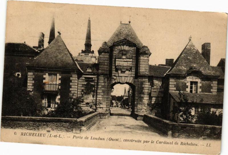 Carte postale ancienne Richelieu (I. et L.) - Porte de Laudun (Ouest) construite par le à Richelieu
