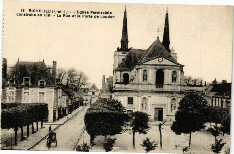 Carte postale ancienne Richelieu (I. et L.) - L'Eglise Paroissiale construite en 1681 - à Richelieu