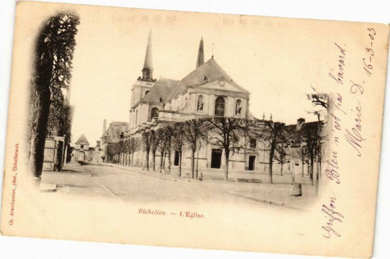 Carte postale ancienne Richelieu - L'Eglise à Richelieu