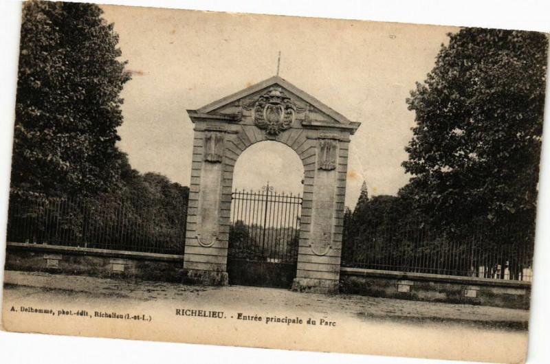 Carte postale ancienne Richelieu - Entrée principale du Parc à Richelieu