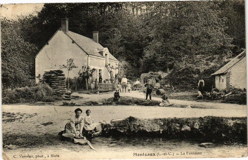 Carte postale ancienne Monteaux (L.-et-C.) - La Fontaine à Monteaux
