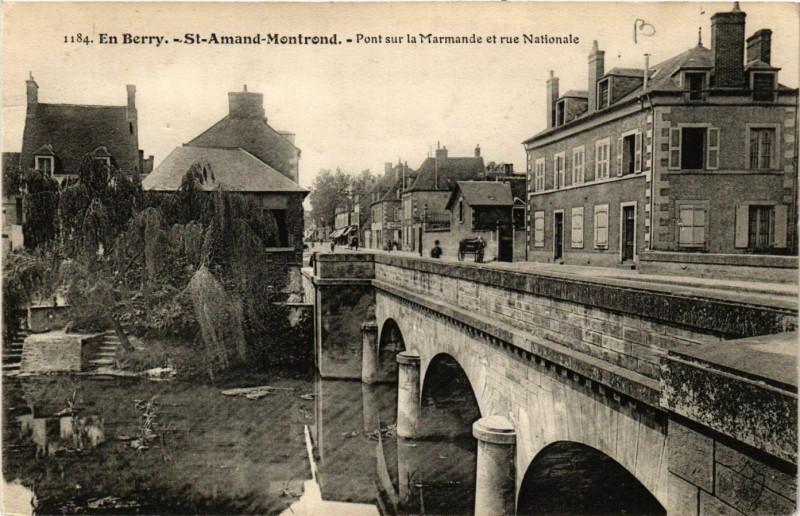 Carte postale ancienne Saint-Amand-Montrond - Pont sur la Marmande et Rue Nationale à Saint-Amand-Montrond