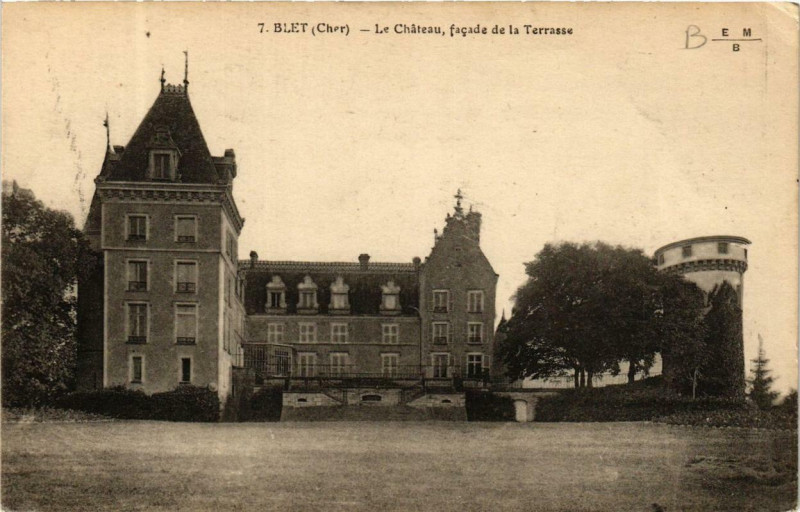 Carte postale ancienne Blet Le Chateau, facade de la Terrasse à Blet