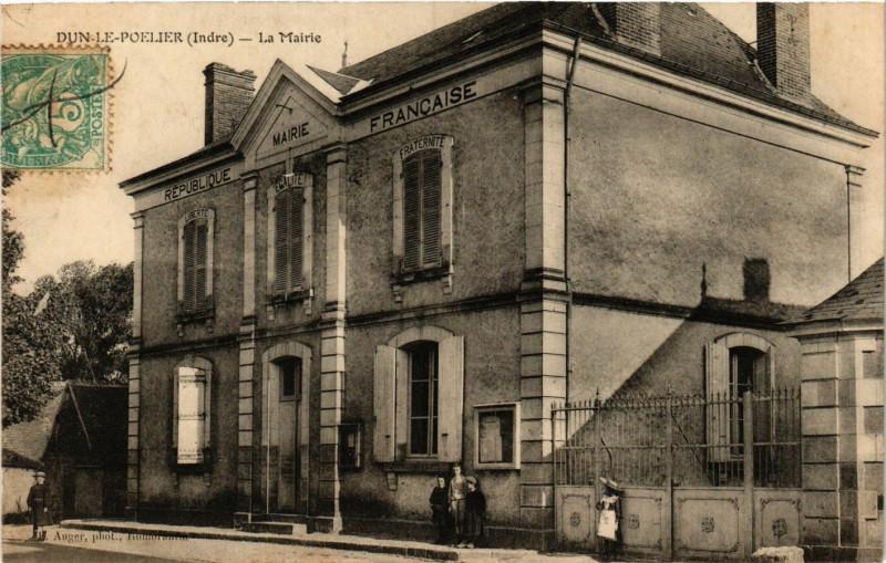 Carte postale ancienne Dun-le-Poelier - La Mairie à Dun-le-Poëlier