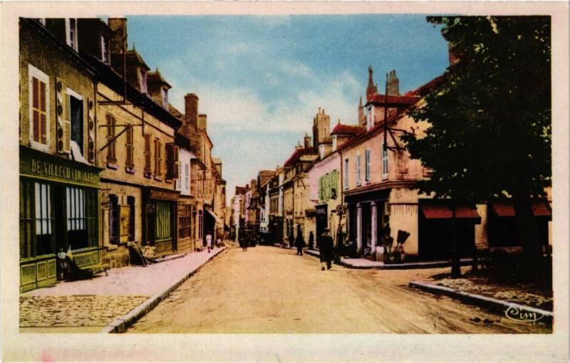 Carte postale ancienne La Chatre - Rue Nationale - Quartier Place de la République à La Châtre