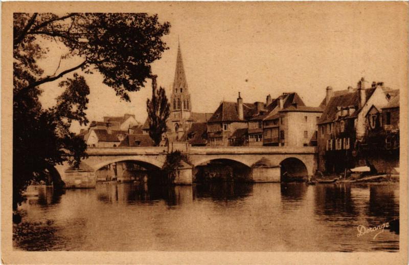 Carte postale ancienne Argenton-sur-Creuse - Le Pont sur a Creuse l'Eglise à Argenton-sur-Creuse