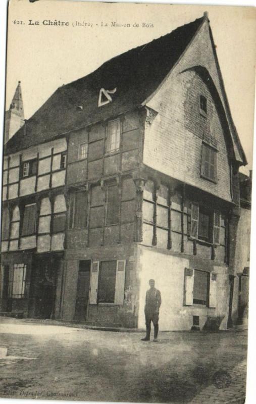 Carte postale ancienne La Chatre - La Maison de Bois à La Châtre