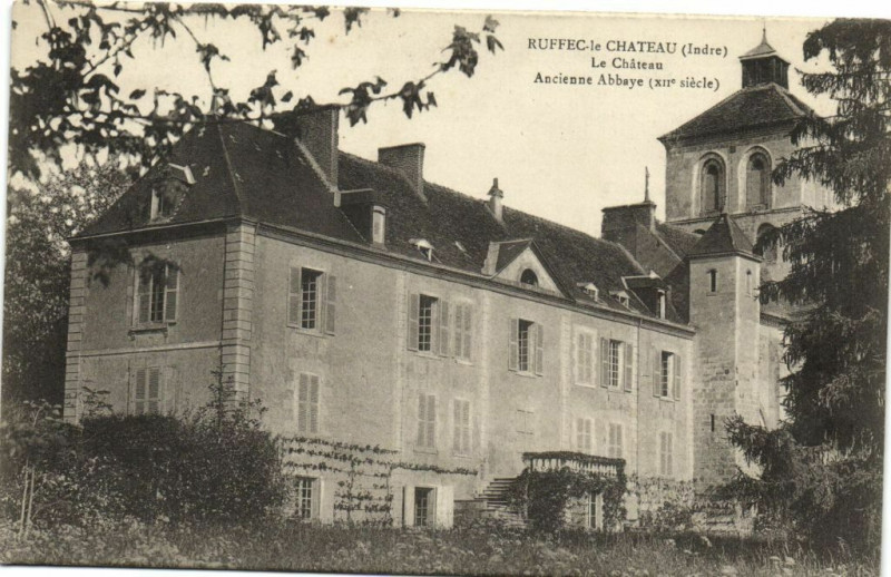 Carte postale ancienne Ruffec-le Chateau - Le Chateau Ancienne Abbaye Xii. siécle à Ruffec