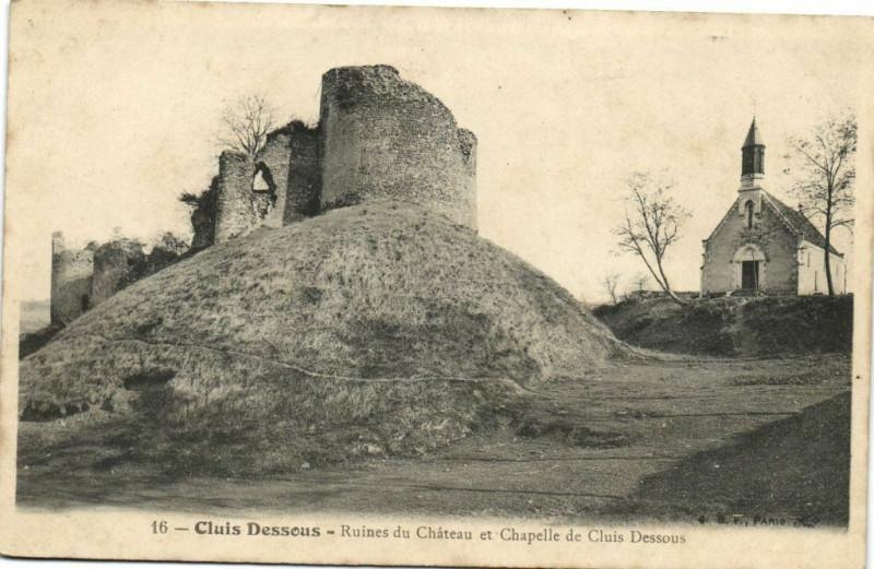 Carte postale ancienne Cluis Desseus - Ruines du Chateau et Chapelle de Cluis Dessous à Cluis