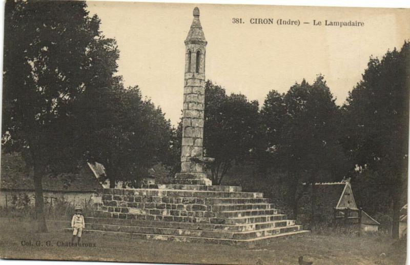 Carte postale ancienne Ciron - Le Lampadaire à Ciron