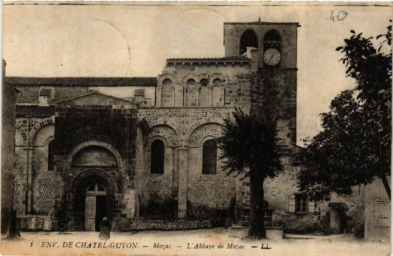 Carte postale ancienne Mozac L'Abbaye de Mozac à Mozac