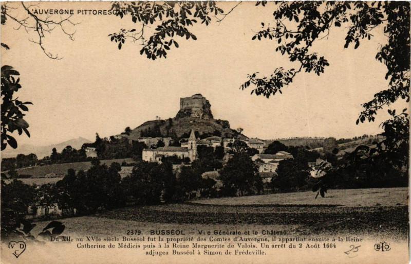 Carte postale ancienne L'Auvergne Pittoresque Busseol Vue générale et le Chateau à Busséol