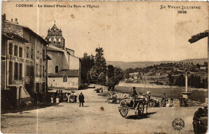 Carte postale ancienne Coubon - La Grand'Place (La Poste et l'Eglise) -Le Velay Illustre à Coubon