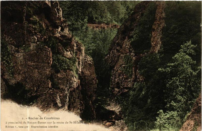 Carte postale ancienne Rocher de Courbieres -a proximite de Bas-en-Basset-sur la route à Bas-en-Basset