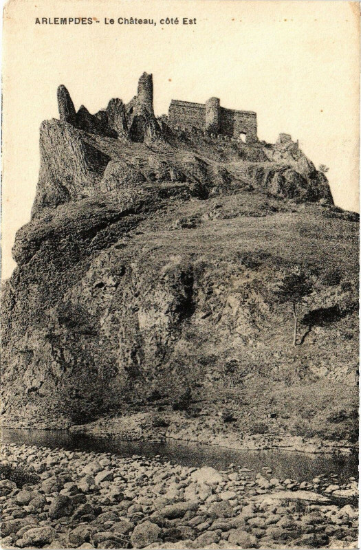 Carte postale ancienne ArLEMPDES - Le Chateau cote Est à Arlempdes