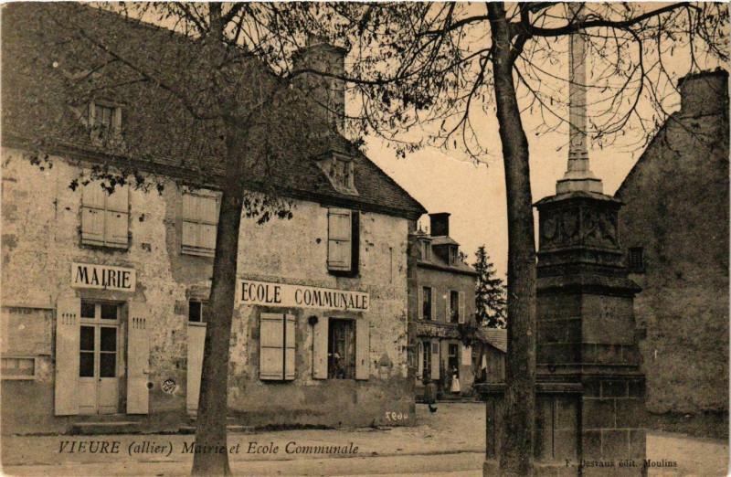 Carte postale ancienne Vieure Mairie et Ecole Communale à Vieure