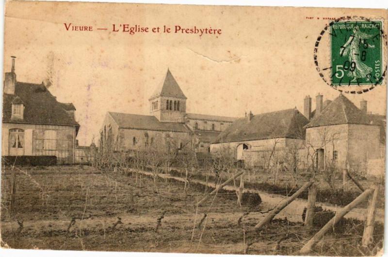 Carte postale ancienne Vieure-L'Eglise et le Presbytére à Vieure